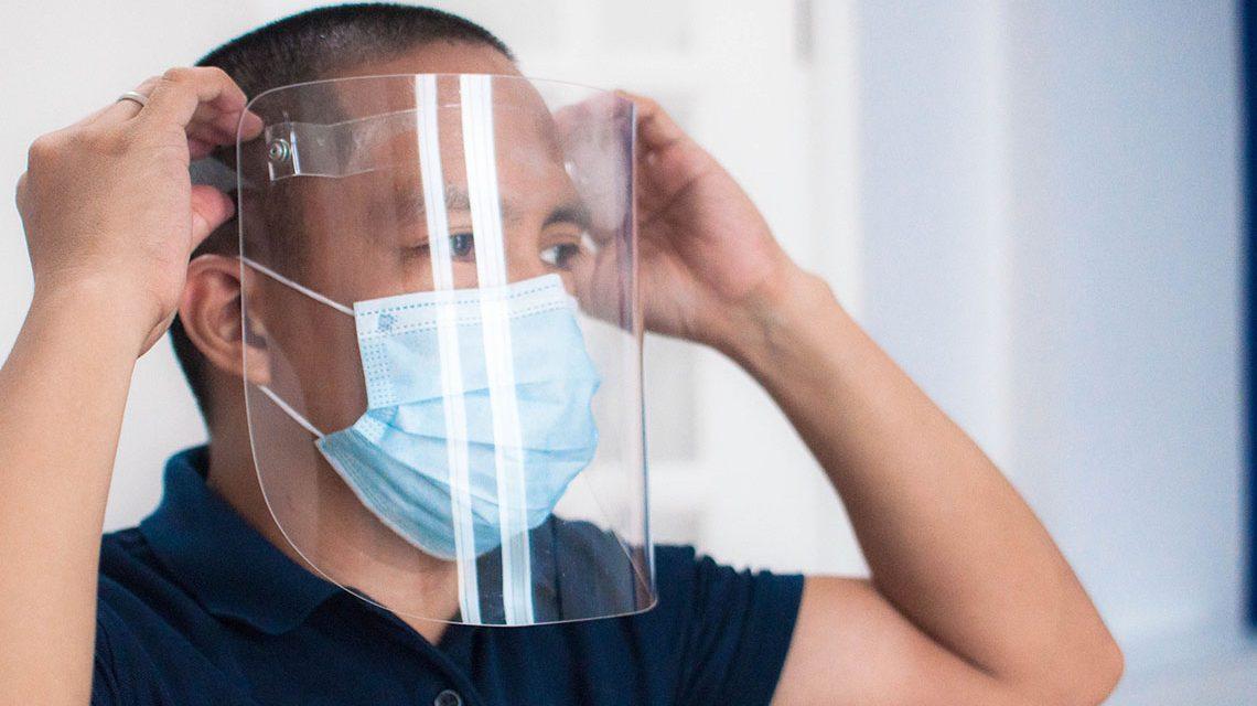 Manfaat dan Cara Tepat Memakai Face Shield